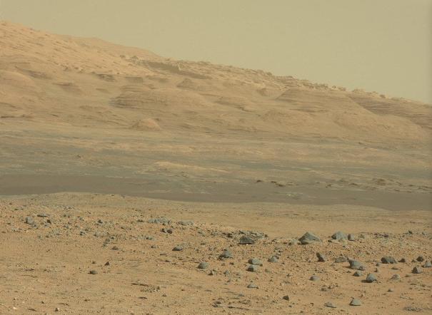 Curiosity sur Mars envoie toujours de curieuses photos ! dans L'actu curiopaysageb